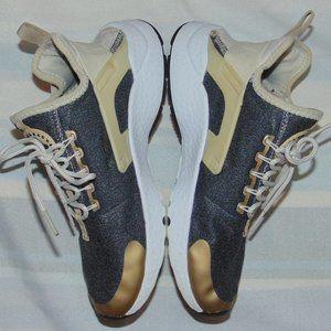Nike Huarache Run Ultra SE Sneakers Women's sz 7.5